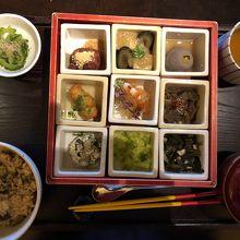 「琉球朝食」。