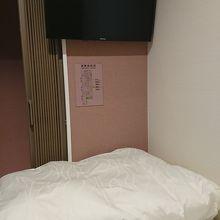 部屋の出入り口はアコーディオンカーテン