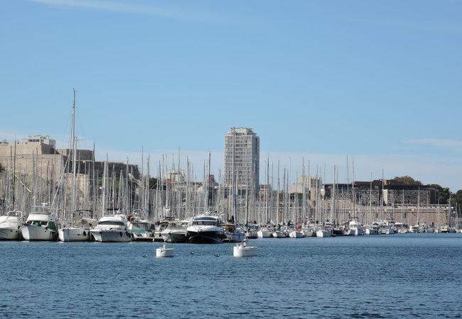 綺麗な港です