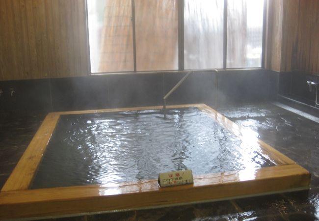 源泉かけ流しの温泉!
