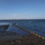 インスタ映えスポットの海に続く電柱や電線は撤去されてしまいました