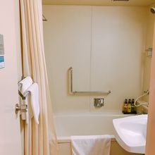 トイレも併設するバスルーム