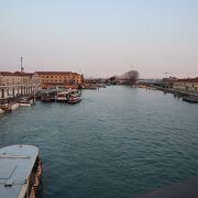 ここを渡ればベネチア、という橋