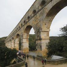 ローマの水道橋を見ています