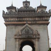 凱旋門パトゥーサイの上からビエンチャン市内が良く見えました。