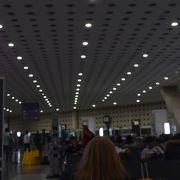 今までで最悪の空港。いったい何なの?? 表示がなく迷路のごとし。