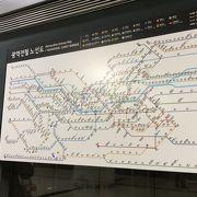 日本語対応の券売機が便利