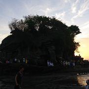 夕日がきれいな場所にある寺院