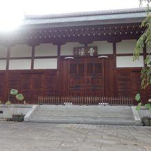 住宅街の静かなお寺