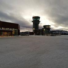 イヴァロ空港 (IVL)