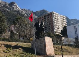 スカンデルベグ像 (クルヤ)