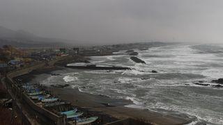 冬の荒れた日本海がよく見えました