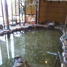 本館1階の大浴場潮騒の露天風呂