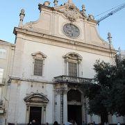 サンドミンゴス教会の前