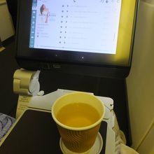 TPE-NRT:食後の中国茶(たぶんジャスミン茶)