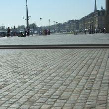 広場の石畳