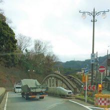 向いの下り線が旭橋