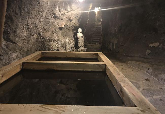 坑道から湧いたまぶ湯