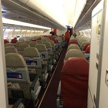 ガラガラのエアーアジアの機内