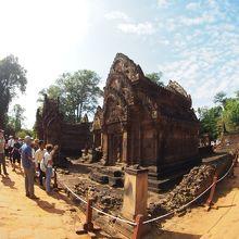 中央の祠堂