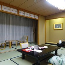 「花館」の和室です。角部屋で広かったです。