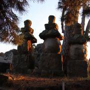米子城主ゆかりのお寺がありました。現在も名残の五輪塔が残っています。