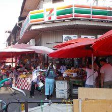 トンラムヤイ市場