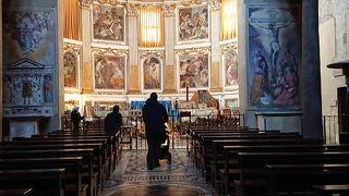 サンティ クァットロ コロナーティ教会