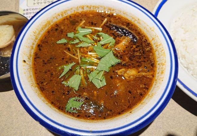辛口であっさりスパイシー。本格的インドカレーで美味しさは大満足。辛さは未知の領域70倍まで楽しめる。
