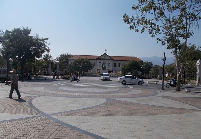 旧市街地の中心的な位置にあります。