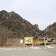 無数の大きな岩が特徴的な渓谷です