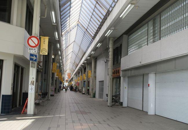 アーケードのある部分は、人通りがとても少なかったです。
