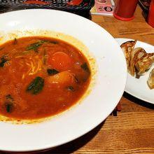 トマトカレーラーメンと餃子