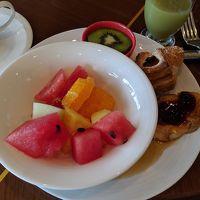フルーツ多めの朝食バイキング