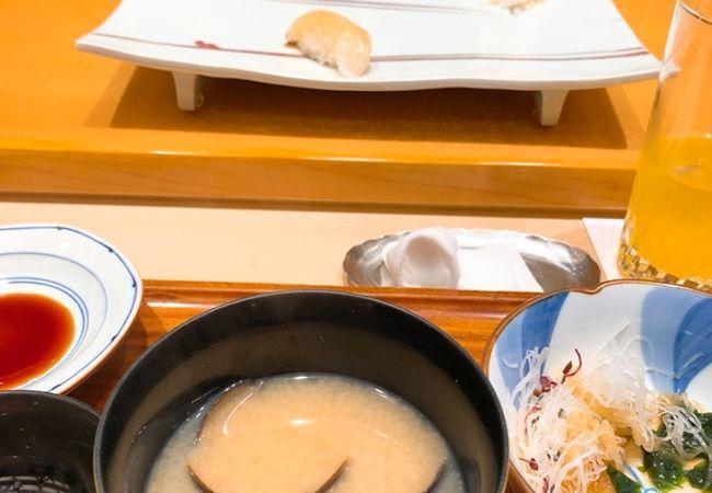 脂ののったお寿司はさすがの美味しさ! でも、身の丈に合わない場所での食事でくつろげず…。