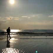 海と浜と夕陽とがまじるところ