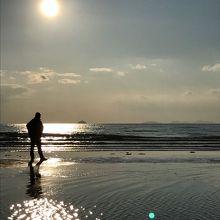 夕陽とおっさんと海