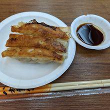 焼き餃子3つ