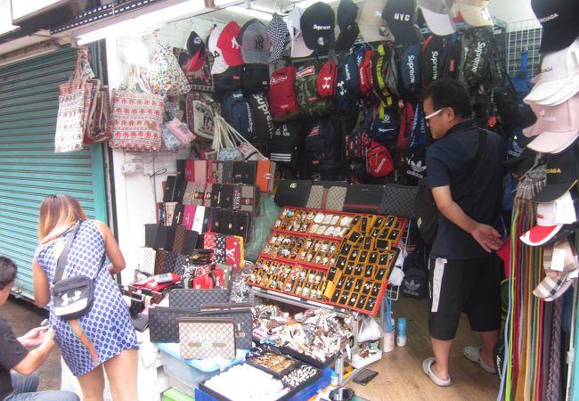 シーロム通りの市場