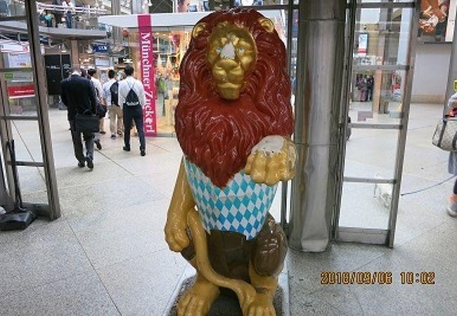 ライオンがお出迎え!