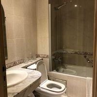 広めのバスルームで使いやすい。綺麗