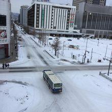 客室から札幌駅方面を望む。2月だけれど暖冬で雪が少なめ。