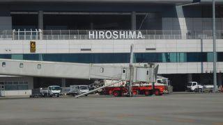 広島市内から離れた場所にある空港