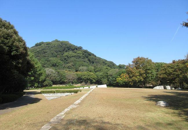 現代美術のモニュメントのような物が多数あり、それが故に石彫公園と呼ばれているようです。