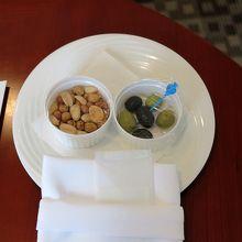ラディソンリワーズのゴールド会員用アメニティはナッツ類と…