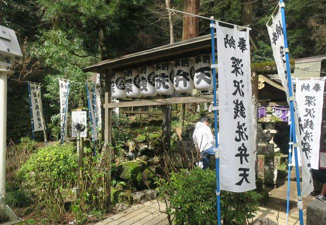 駅構内の神社