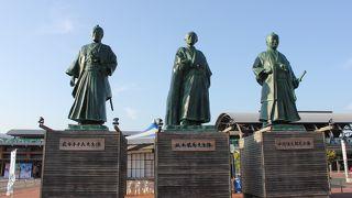 迫力ある三志士像