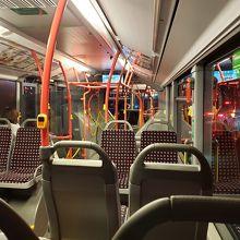 少し日本のバスとは違う感じです