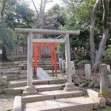 駒込稲荷神社入口の鳥居。