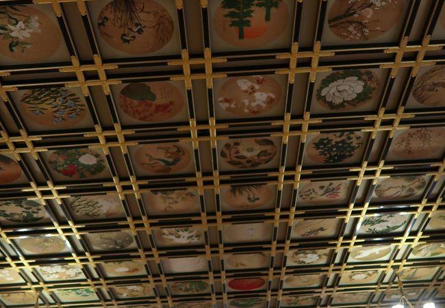 230枚の絵天井が圧巻